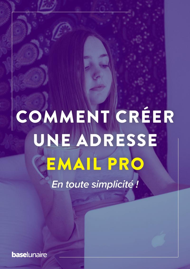 Une femme crée une adresse mail professionnelle