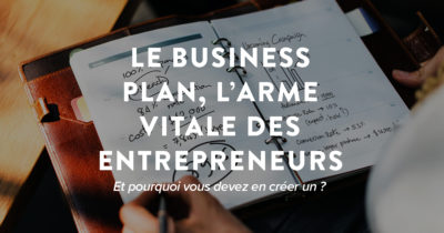 Un homme écrit un business plan